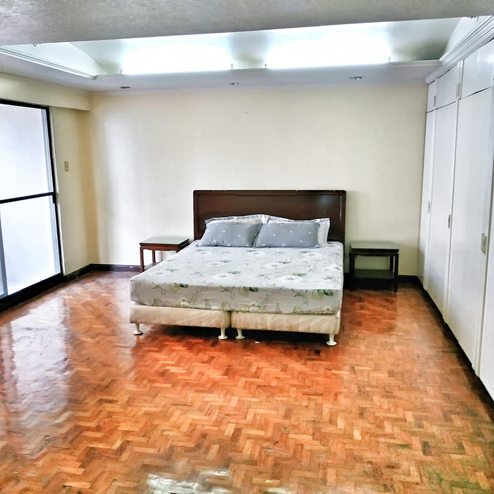 Salcedo Village spacious 2 bedrooms condo for sale in Makati