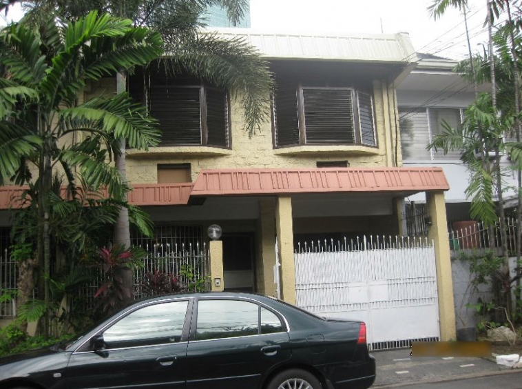 Apartment at Palm Village for rent in Makati City unfurnished