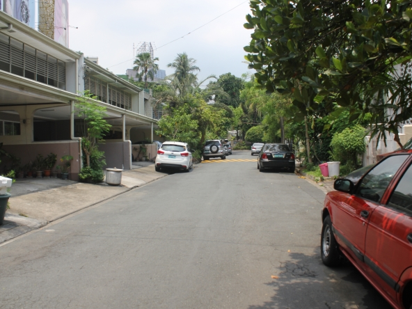 PALM VILLAGE Townhouse for rent in Makati City unfurnished